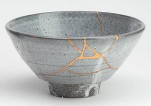 Kintsugi - den vackra konsten att laga det trasiga så att det blir än vackrare än ursprunget.