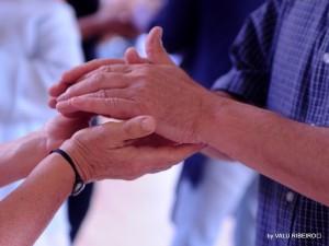 Empati kan uttryckas genom beröring - hur vi tar emot en annan människa.